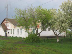 Хромцовский ДД разрушается на глазах: крыша течет, отопления нет, стены разрушаются.